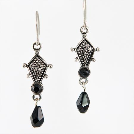 EA435BK: Jet Blck Chandelier Earrings
