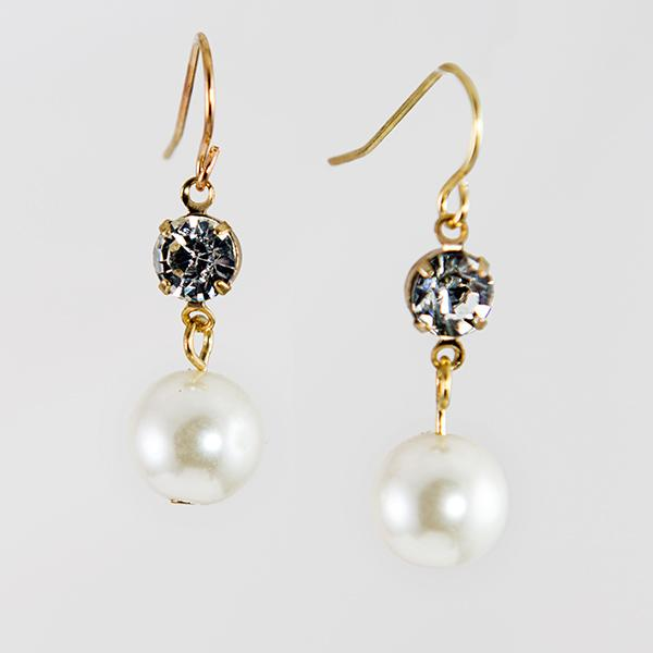 EA673: Pearl and Crystal Earring