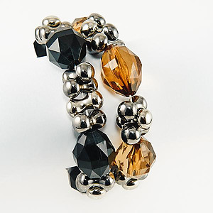 BR285: Single Strand Black Or Amber Bracelet