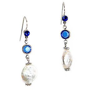 EA707: Crystal and Freshwater Pearl Earrings