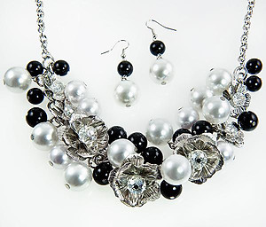 SNT246:White and Black Floral Pearl Set
