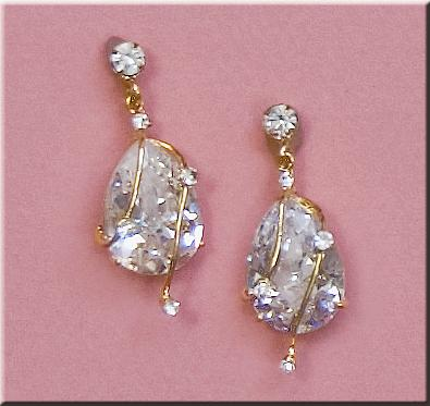 EA502: Elegant Crystal Tear-Drop Earrings